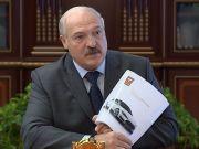 Лукашенко проїхався на Tesla і доручив створити білоруський аналог