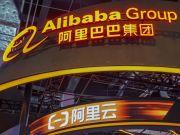 Alibaba запатентовала новый дизайн складного смартфона (фото)