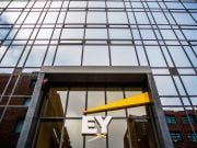 Аудитор ПриватБанка допускает обесценение имущества банка на 15,7 млрд грн