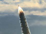Ракета SpaceX запустила спутник на орбиту, ее первая ступень приземлилась на платформу (видео)
