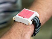 Для алергіків створили браслет з ін'єкціями