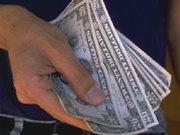 Как курс доллара повлиял на зарплаты украинцев