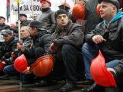 Протестувальники-шахтарі прорвалися через охорону і наблизилися до будівлі АП України