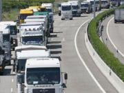 """""""Укравтодор"""" запретил грузовикам ездить днем"""