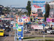 Коммунальщики активно зачищают Киев от рекламы: демонтировано свыше 2,5 тыс. конструкций