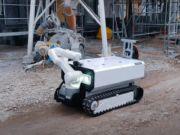 В Австрии разработали робота-строителя, который кладет кирпич и забивает гвозди (видео)