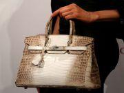 С аукциона в Гонконге продали самую дорогую сумку в мире