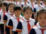 Опоздания, прогулы и сон на уроках: китайские школы используют умную форму для слежки за учениками
