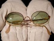 На Sotheby's продали очки Джона Леннона за 183 тысячи долларов