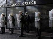 Хедж-фонды вкладывают в банки Греции