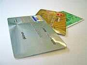 """Пластиковые карты """"съедают"""" больше средств"""
