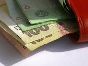 В мае средняя зарплата по Украине выросла на 2,9%, а зарплатная задолженность - на 3,5%