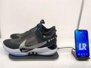 Первую партию новых кроссовок Nike с автоматической шнуровкой продали за час