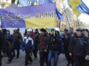 """В Крыму начались первые потасовки между евромайданом и """"Русским единством"""" - соотношение сил 7 к 1"""