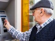 Что случится, если долго не снимать пенсию с банковской карты