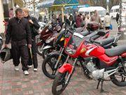 Українці пересідають з автомобілів на мотоцикли