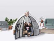 KFC розробила намет Internet Escape Pod, який рятує від настирливих дзвінків і повідомлень (фото)