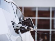 Експерти назвали компанії, що продали найбільше електромобілів у 2020