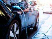 На дорогах України може з'явитися мережа швидкісних зарядних станцій для електромобілів