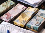 Азербайджанский манат рухнул на 47%, введен плавающий курс