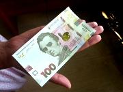Навесні гривня незаслужено стала найстабільнішою валютою в світі, - експерт