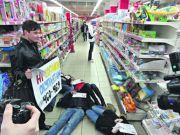 Українці масово бойкотують російські товари