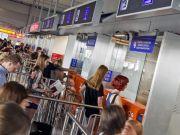 Власники біометричних паспортів зможуть самостійно проходити контроль в аеропортах Варшави
