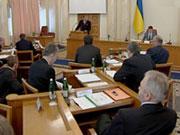 Азаров увеличил предельную численность сотрудников своего секретариата