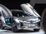 """Новий конкурент Tesla: китайці показали """"крилатий"""" електрокар"""