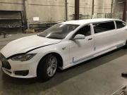 В США продают первый лимузин Tesla