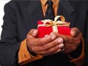 Стало известно, какие подарки украинцы мечтают получить на Новый год