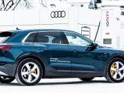 Audi представила удешевленную версию электрического кроссовера e-tron