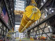 NASA показало собранную сверхтяжёлую ракету SLS для полётов к Луне (фото, видео)