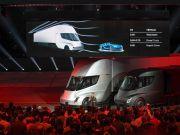 Tesla получила сразу два рекордных заказа на электрогрузовики Semi