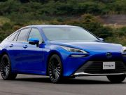 Toyota представила седан на водороде (фото)