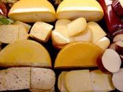У світі впали ціни на популярні сорти сирів