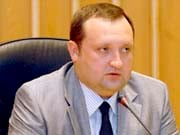 Арбузов тисне девальвацією на Януковича