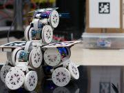Американские ученые представили модульных роботов, которые объединяются в одного большого робота (видео)