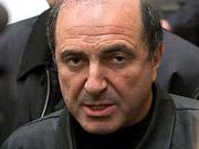Березовский говорит, что готов помочь Лужкову