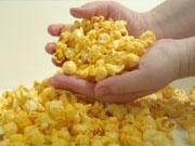 Американец, пострадавший от потребления попкорна, получит $7,2 млн за ущерб