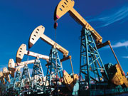 Цены на нефть стабильны на сигналах сокращения добычи в Ливии