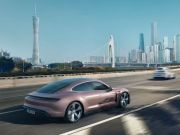 Представлена базовая версия Porsche Taycan (фото)