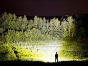 Из ночи в день: Представлен фонарик с яркостью 8000 люмен (видео)