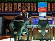 На біржах Китаю через різке падіння акцій вперше в історії автоматично зупинилися торги