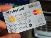 Випущена перша в світі банківська картка з РК-дисплеєм і клавіатурою (ФОТО)