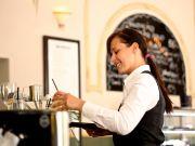 """Клієнти ПриватБанку в липні залишили мільйон """"на чай"""""""