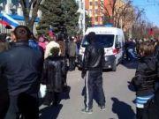При штурме СБУ в Луганске травмированы 9 человек, митингующие завладели оружием, ГАИ перекрыла все въезды в город