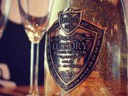 В ОАЕ почали продавати вино з 24-каратним їстівним золотом